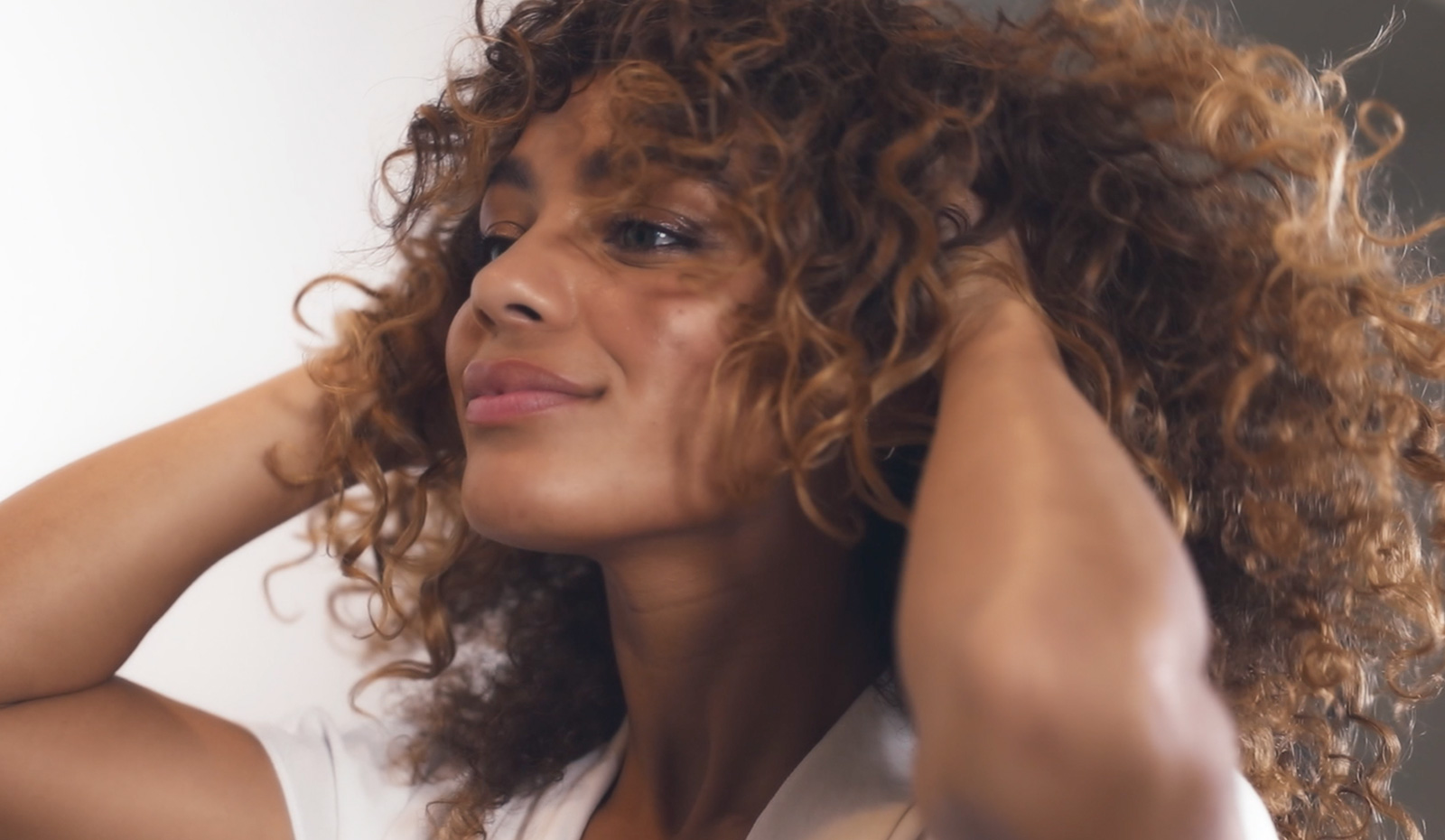How To Give Natural Curls Lift At The Roots With Volumizing Primer